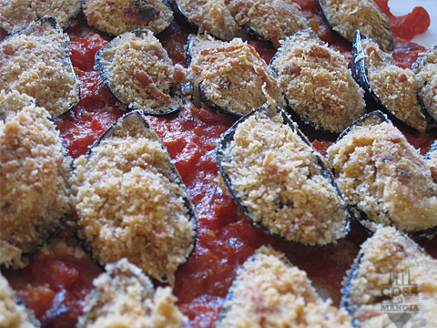 cozze gratinate con sugo di pomodoro