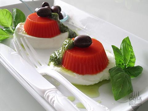 caprese con gelatina di pomodoro